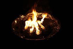 Eine Feuerschale als Lichtquelle